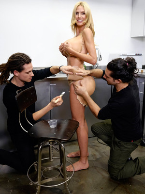 "Heidi Klum Gives Sneak Peak at Halloween Costume -- Is She Trying To ""Break The Internet""?!"