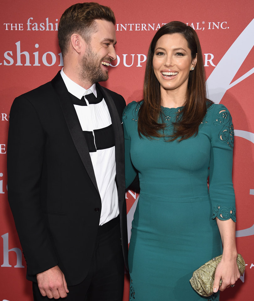 Justin Timberlake Can't Take His Eyes Off Wife Jessica Biel -- And We Can See Why! | toofab.com
