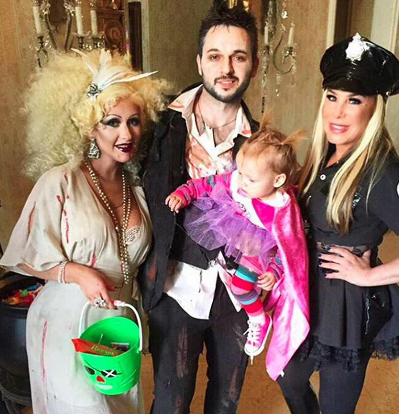 See Adorable Pic...Celebrity Couple Halloween Costumes
