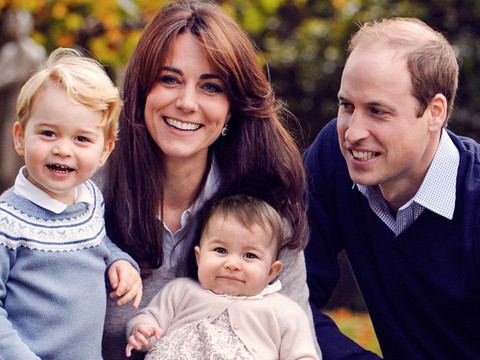 Prince William & Kate Middleton Pose With Adorable Prince George and Princess Charlotte In Holiday Photo!