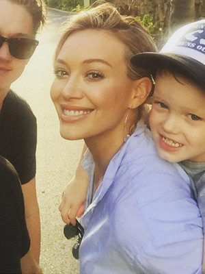 Hilary Duff Shares Cute Selfie with Son Luca & Mike Comrie a Week After Finalizing…