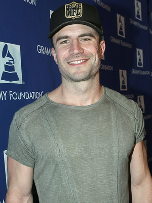 Sam Hunt, George Clooney & More of Today's Hottest Celeb Photos!