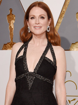 Julianne Moore Rocks Kendall Jenner's Chanel Runway Look to the Oscars -- Who Wore It Better?!