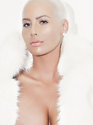 """Amber Rose """"Frees The Nipple"""" In Racy Photo After Defending Kim Kardashian's Nude"""