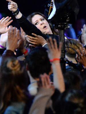 Melissa McCarthy Crowd Surfs to Accept MTV's Comedic Genius Award