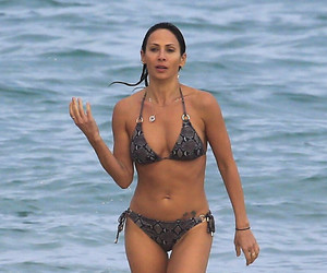 """Torn"" Singer Natalie Imbruglia Hits the Beach -- And Damn, She Looks Incredible!"