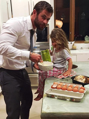 Chris Hemsworth, Emily Ratajkowski, Ivanka Trump & More -- See This Week's Best Celebrity TwitPics!
