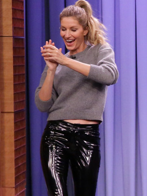 Gisele Bundchen Teaches Jimmy Fallon to Walk the Runway ... In Heels!