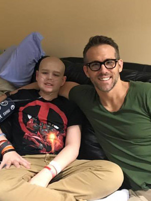 "Ryan Reynolds Writes Touching Tribute After 13-Year-Old ""Deadpool"" Fan Dies of Cancer"