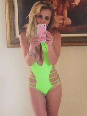 Britney Spears Rocks Sexy Green Swimsuit -- Check Out Her Beach Bod!
