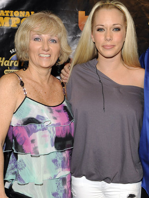 "Kendra Wilkinson's Mother Didn't Even Speak to Her at Grandmother's Funeral -- ""I Felt So…"