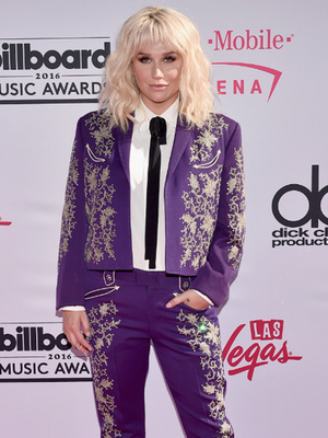 Kesha Performs Emotional Bob Dylan Cover At Billboards After Dr. Luke Controversy