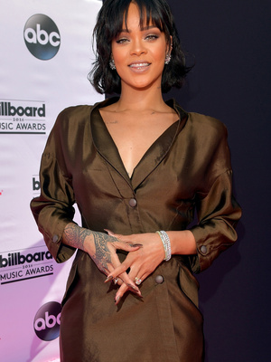 Rihanna Shocks Us with Extremely Understated Look -- See All the Billboard Award Red…