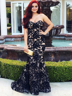 Ariel Winter Stuns at Her Senior Prom -- See Her Gorgeous Lace Gown!