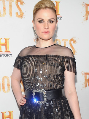 "Anna Paquin Stuns, Mini ""Modern Family"" Reunion & More Hot Hollywood Photos!"