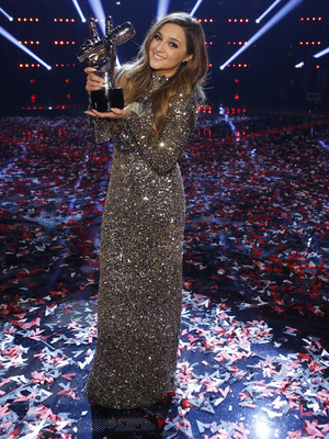"Former ""Curly Sue"" Star Alisan Porter Wins Season 10 of ""The Voice"" for Team Christina!"