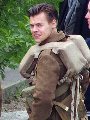 Harry Styles Looks Hotter Than Ever with Short New 'Do on Set of New Christopher Nolan…