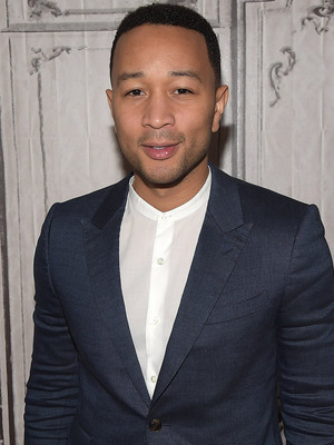 John Legend & Chrissy Tiegen's Baby Girl Luna Meets His Grandmother, Rocks Out To…