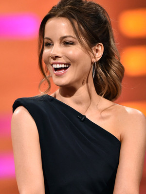 "Kate Beckinsale Says She Was Told She Needed to ""Work Out"" for Breakout ""Pearl Harbor""…"