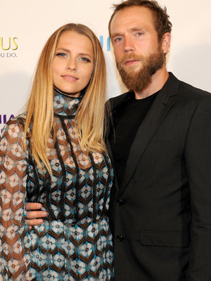 Teresa Palmer & Hubby Mark Webber Are Expecting Baby No. 2 -- See Their Sweet…