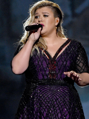 """Kelly Clarkson's Making a Soul Record, Says She's """"So Excited For The New Era"""""""