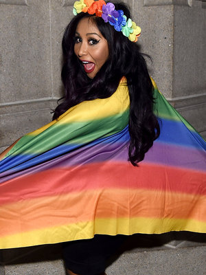 Snooki Rocks Rainbow Flag at 2016 Logo's Trailblazer Honors