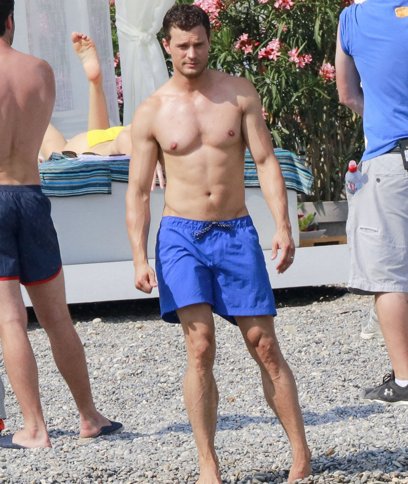 Jamie Dornan Amp Dakota Johnson Flaunt Hot Beach Bods