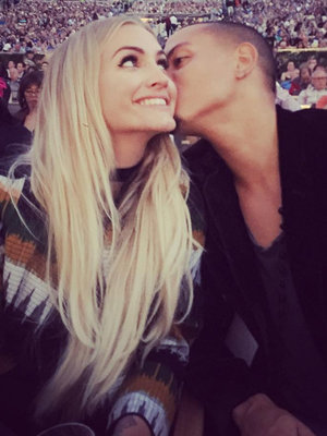 "Evan Ross Takes ""Beautiful Wife"" Ashlee Simpson to See His Mom Diana Ross In Concert!"