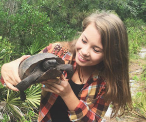 "Bindi Irwin Turns 18, Pens Emotional Post About ""Superhero"" Dad Steve Irwin"