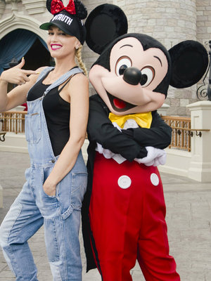 Gwen Stefani Hangs with Mickey Mouse & More Hot Hollywood Photos