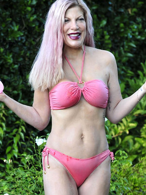 Tori Spelling Matches Her Bikini to Her New Pink Hair