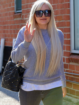 Amanda Bynes Resurfaces & She Looks GREAT!