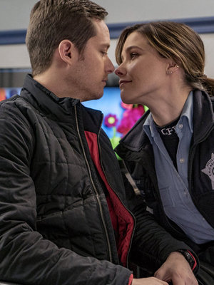 "Jesse Lee Soffer Promises Major Lindstead Developments with Sophia Bush on ""Chicago P.D."""