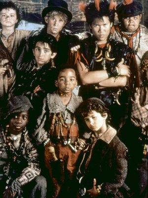 """Lost Boys of """"Hook"""" Reunite 25 Years Later -- See Rufio NOW!"""