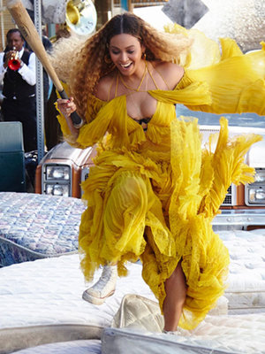 "Beyonce Reveals Behind-the-Scenes ""Lemonade"" Pics, Appears In Rare Snapchat with Jay Z"
