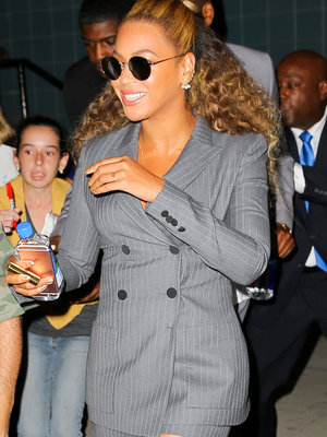 Beyonce Throws It Back To The '90s In Fierce Power Suit