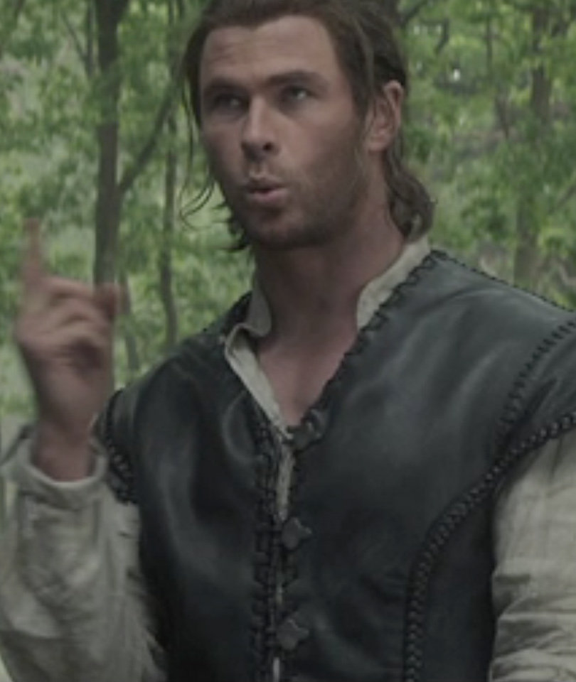 "See Who Hemsworth Flips Off In ""Huntsman"" Gag Reel!"