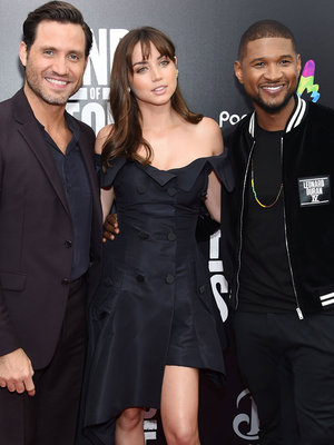 "Usher, Ana de Armas & More Stars Attend ""Hands of Stone"" NY Premiere"