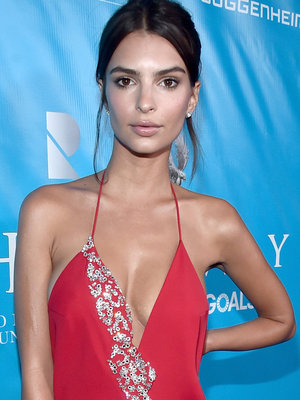 Emily Ratajkowski Shows Off Her Assets in Santorini