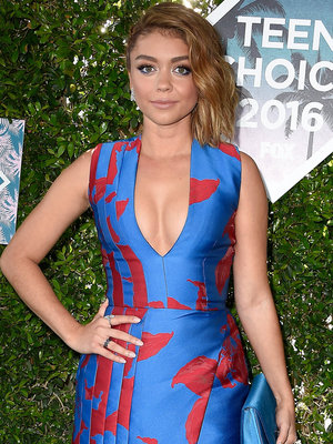 "Sarah Hyland Fears ""Stranger Danger"" That Comes with Online Dating"