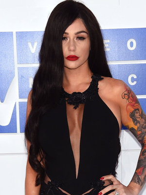 VMA WTF Fashion: Jwoww's Unrecognizable, Farrah Sports Wonder Woman Costume