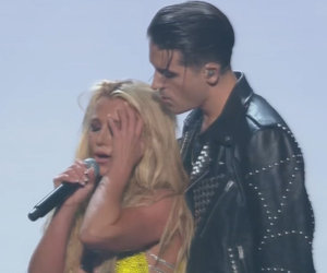 Britney Spears Performs at the VMAs