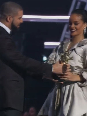 Drake Gives Rihanna the Vanguard Award