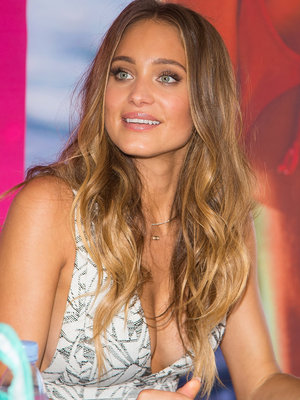 Diamonds for Days! Hannah Davis Jeter Flashes Stunning Wedding Band