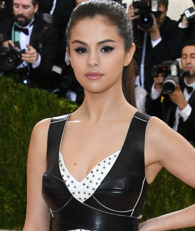 "Selena Taking ""Time Off"" to Deal with Lupus, Depression"